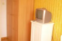 Zimmer Christina TV und Schrank